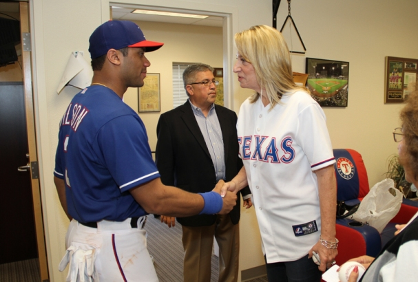 Mayor Wolcott welcomes Russell Wilson to Surprise