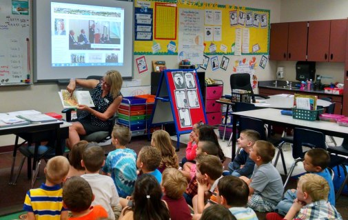 Mayor Wolcott reads to 1st graders at Canyon Ridge Elementary School